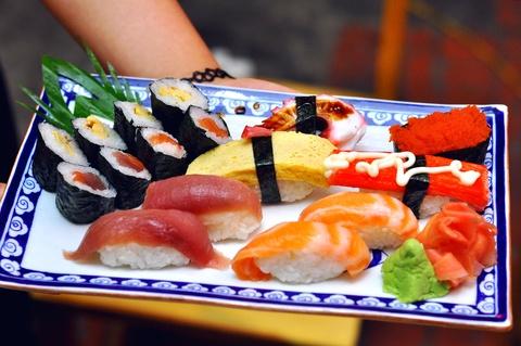 Sushi phong cach duong pho o Nguyen Chi Thanh hinh anh