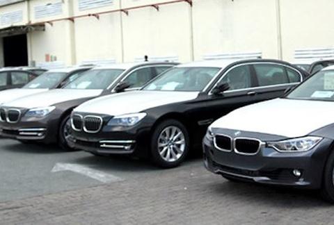 Vu buon lau o Euro Auto: Hon 600 xe BMW chua duoc thong quan hinh anh