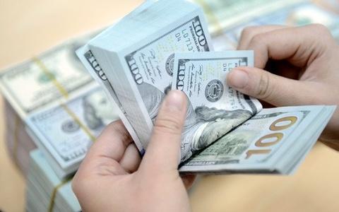 Gia USD ngan hang vuot 23.000 dong/USD, doanh nghiep bat dau lo hinh anh