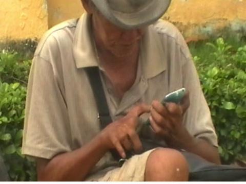 Ong gia an xin xai… iPhone hinh anh