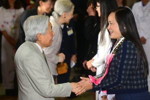 Nha vua va Hoang hau Nhat tham Van Mieu - Quoc Tu Giam hinh anh 6