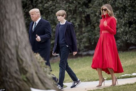 Barron Trump banh bao trong lan dau tien xuat hien tai Nha Trang hinh anh 2