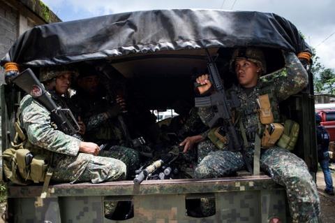 My, ASEAN de nghi giup Philippines chong khung bo o Marawi hinh anh