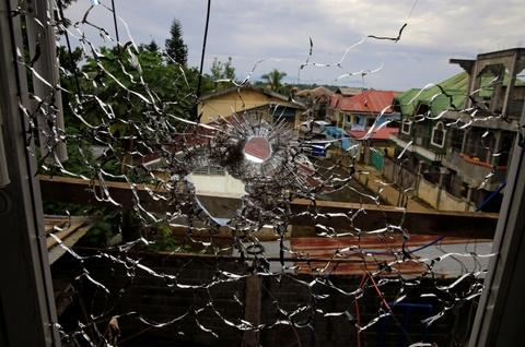 Bom rung chuyen Marawi sau khi thu linh IS keu goi bao vay hinh anh