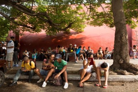 Internet o Cuba: Despacito, phim Han Quoc va gia dinh hinh anh 6