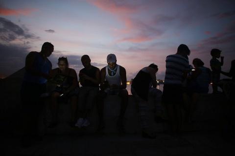 Internet o Cuba: Despacito, phim Han Quoc va gia dinh hinh anh 16