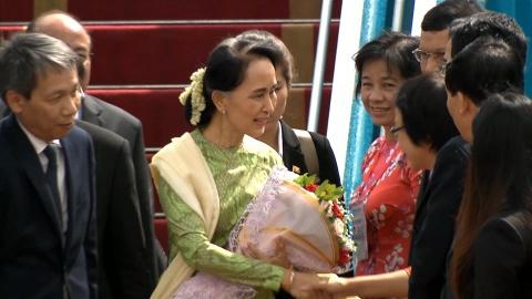 Ba Aung San Suu Kyi den Da Nang du doi thoai APEC - ASEAN hinh anh