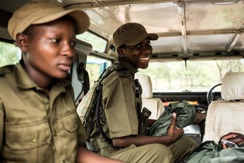 Biet doi 'nu chien binh' qua cam o Zimbabwe hinh anh 8