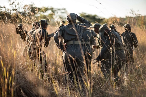 Biet doi 'nu chien binh' qua cam o Zimbabwe hinh anh 2