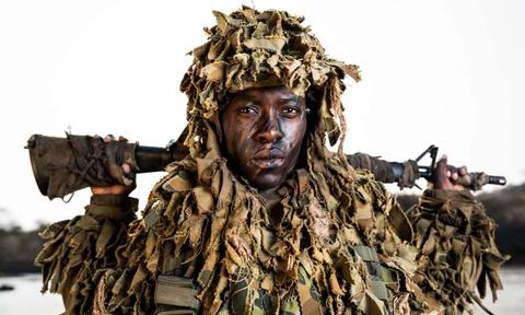 Biet doi 'nu chien binh' qua cam o Zimbabwe hinh anh