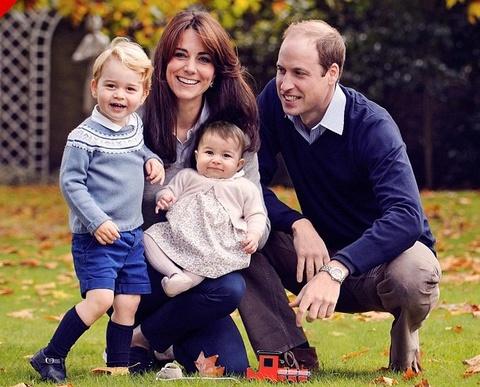Ly do Cong nuong Kate Middleton luon dien do cu cho con hinh anh