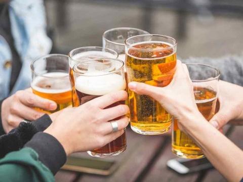 Tác hại khôn lường khi uống bia hàng ngày