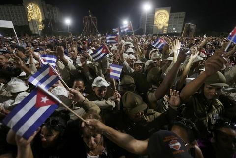 Bien nguoi tuong nho lanh tu Fidel Castro o Havana hinh anh 9