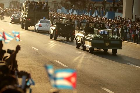 Doan xe tang dua lanh tu Fidel Castro ve chiec noi cach mang hinh anh 4