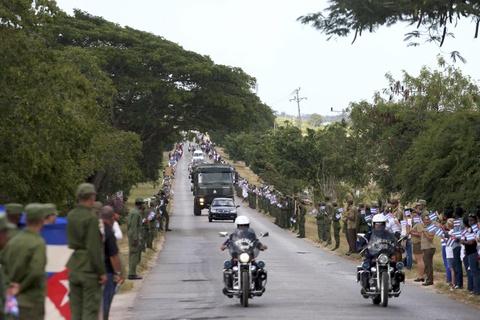 Doan xe tang dua lanh tu Fidel Castro ve chiec noi cach mang hinh anh 13