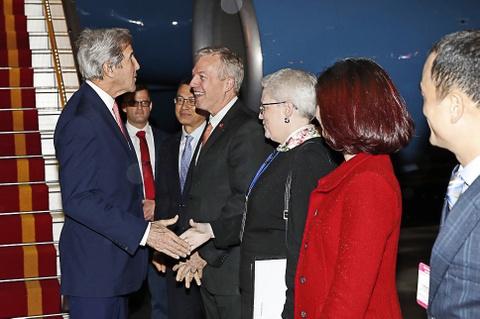 Ngoai truong My John Kerry da den Ha Noi hinh anh