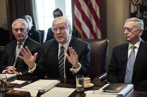 Noi cac Trump van trong trai trong cuoc chuyen giao cham ky luc hinh anh 3