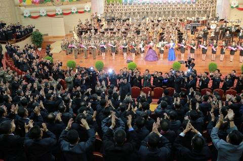 Kim Jong Un cung cac tuong linh mung vu thu bom H hinh anh 2