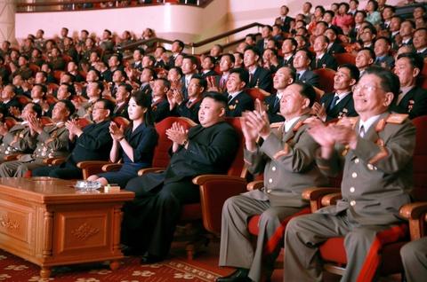 Kim Jong Un cung cac tuong linh mung vu thu bom H hinh anh 3