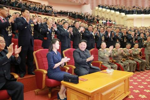 Kim Jong Un cung cac tuong linh mung vu thu bom H hinh anh 6