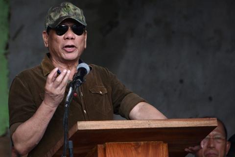 Duterte goi canh sat la 'khi', muon tu tay ban chet toi pham hinh anh