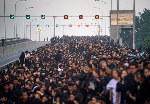 Thai Lan: Bien nguoi mau den tien biet 'nguoi cha vi dai' hinh anh
