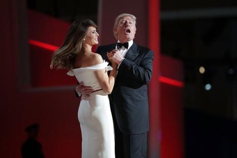 Mot nam vi 'Nuoc My tren het', ong Trump da lam nhung gi? hinh anh 2