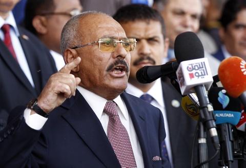 Cang thang leo thang, cuu tong thong Yemen bi sat hai o thu do hinh anh