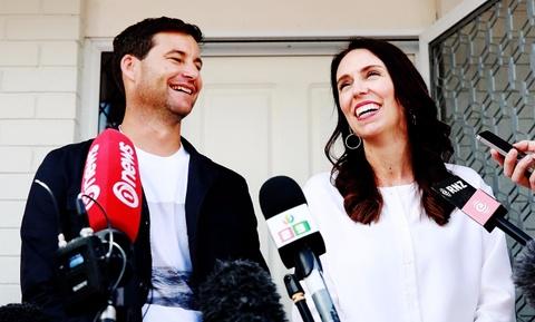 Thu tuong New Zealand thong bao mang thai voi ban trai hinh anh