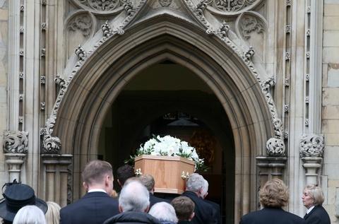 Cambridge tien dua Stephen Hawking trong chuyen di cuoi cung hinh anh 4