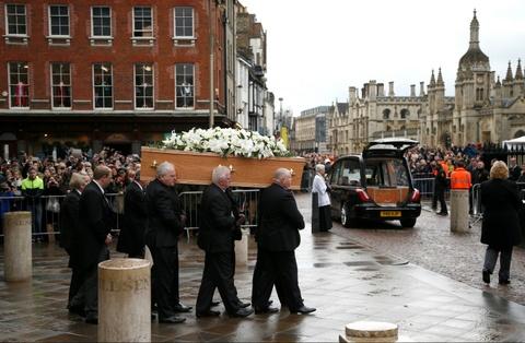 Cambridge tien dua Stephen Hawking trong chuyen di cuoi cung hinh anh 2
