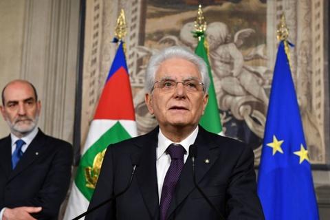 Song gio EU: Don chi mang tu khung hoang chinh tri o Italy hinh anh 1