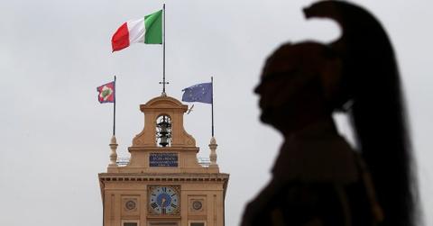 Song gio EU: Don chi mang tu khung hoang chinh tri o Italy hinh anh 3