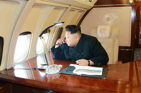 Kim Jong Un co the phai di may bay nuoc ngoai den Singapore hinh anh