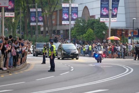 Doan xe cua Kim Jong Un vuot con duong sam uat nhat Singapore hinh anh 5