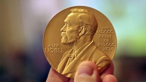 Nobel Hoa binh 2018 cho bac si va nha hoat dong chong bao luc tinh duc hinh anh 2