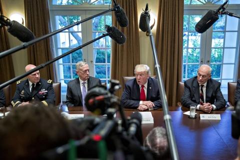 Vi tuong cuoi cung ra di, ong Trump khong con bi ai 'cam cuong'? hinh anh 1