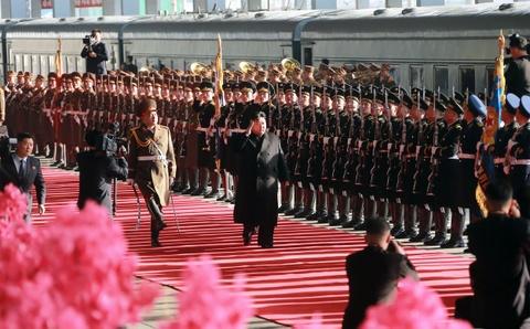Dan Trieu Tien reo ho tien ong Kim Jong Un len tau di Viet Nam hinh anh