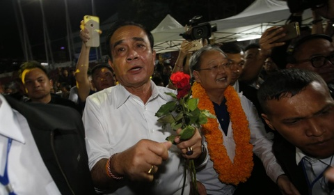 Cu soc cho phe Thaksin truoc chien thang can ke cua phe quan doi hinh anh 3