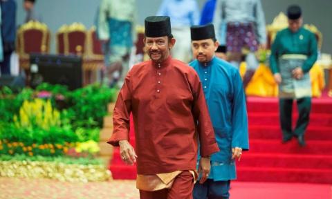 Brunei ap luat nem da den chet nguoi dong tinh: Qua so ra duong hinh anh 1