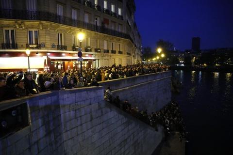 Nguoi Viet o Paris: Toi khong cam duoc nuoc mat vi tuyet vong hinh anh 5