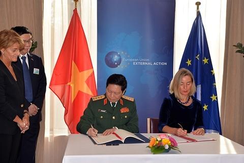 Viet Nam va EU ky hiep dinh ve hop tac quoc phong hinh anh