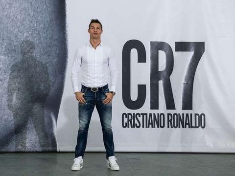 Ronaldo bi kien an cap ban quyen thuong hieu hinh anh
