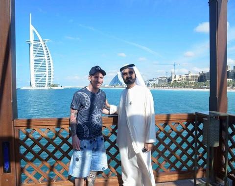 Theo chan sao: Messi thanh thoi du hi tai Dubai hinh anh