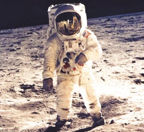 NASA cong bo 17.000 anh ve chuong trinh tham do mat trang hinh anh