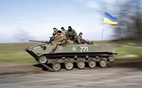 Ukraina tien gan toi bo vuc noi chien hinh anh