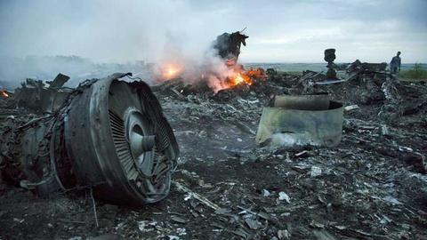 Kiev to phe noi day co linh ban tia o hien truong MH17 hinh anh