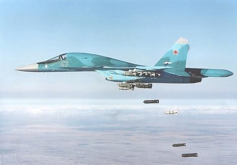 Manh thu mo vit Su-34 'vai bom' khi tap tran hinh anh