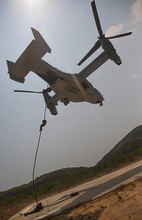 Pho dien kha nang do bo tu quai vat MV-22 Osprey hinh anh