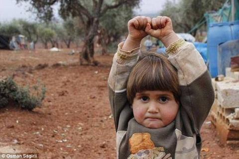Em be Syria 'dau hang' may anh vao top an tuong nhat thang hinh anh
